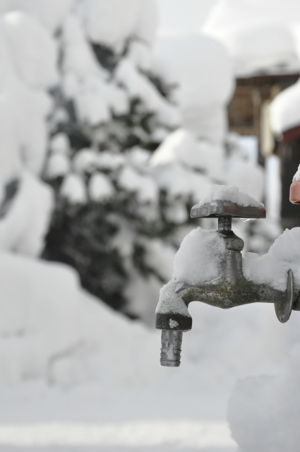 水道管や蛇口が凍結して困った時の対応方法